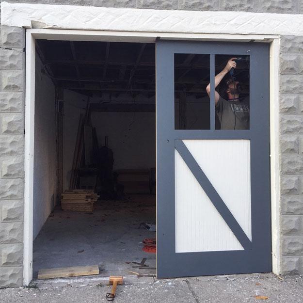 Horse Garage hinge install